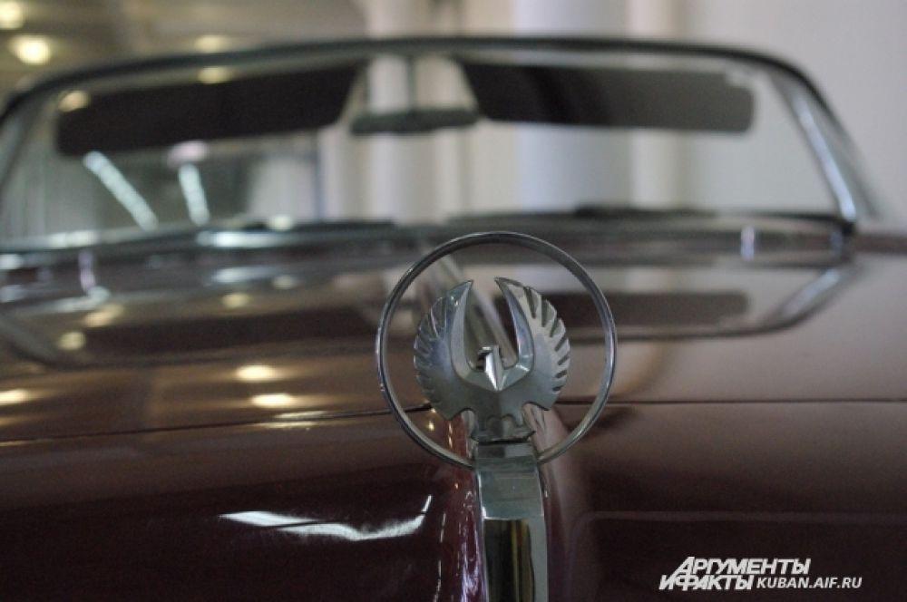 Логотип компании Imperial. она выпускала только дорогие и престижные модели премиум-класса.