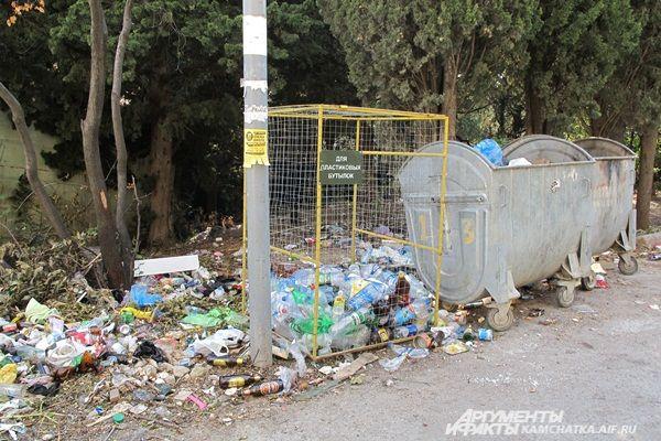 ... и повсеместное обилие мусора.