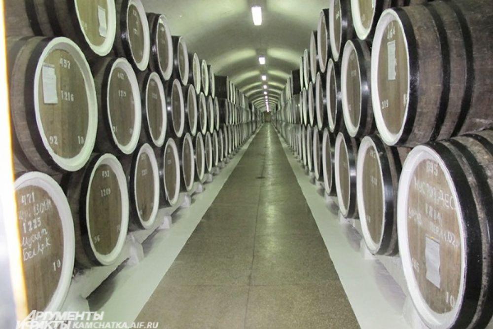 Ну и как же не съездить на экскурсию! Легендарный винодельческий завод «Массандра» рад посетителям.