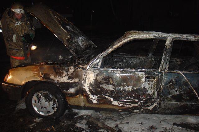 Автомобиль сгорел полностью.