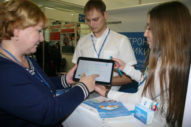 В Челябинске можно подержать в руках электронные учебники