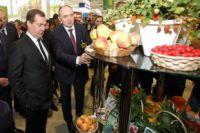 Борис Дубровский показал премьер-министру продукцию южноуральских аграриев.
