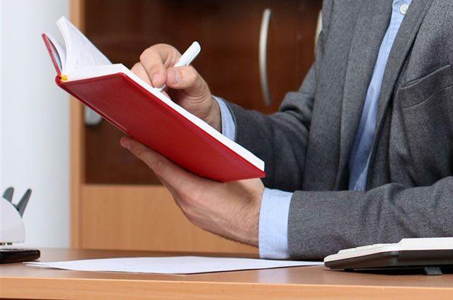 Бизнесменов просят ответить на вопросы анкеты, чтобы определить их насущные проблемы и желания.