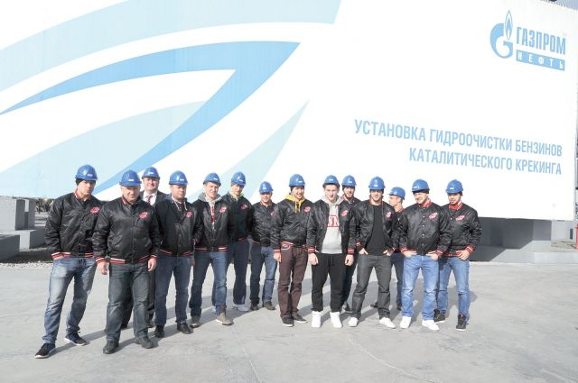 Игроки «Авангарда» побывали на экскурсии на самом крупном предприятии региона.