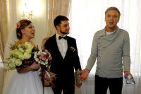 Сергей Светлаков поздравил Дмитрия и Валентину Пучковых.