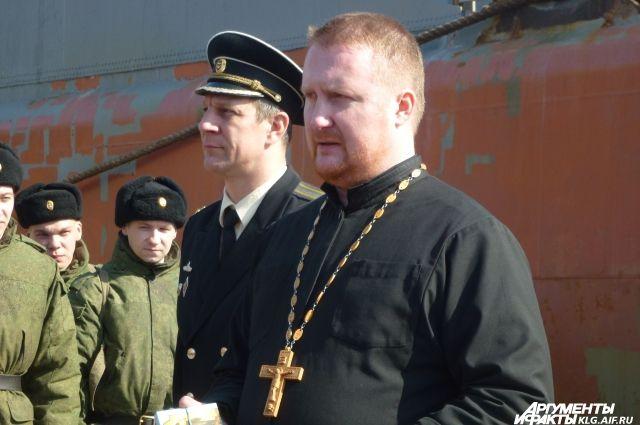 Войсковой священник Александр Ларченко.
