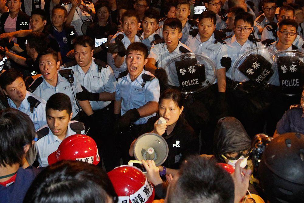 Полиция попыталась разогнать протестующих.