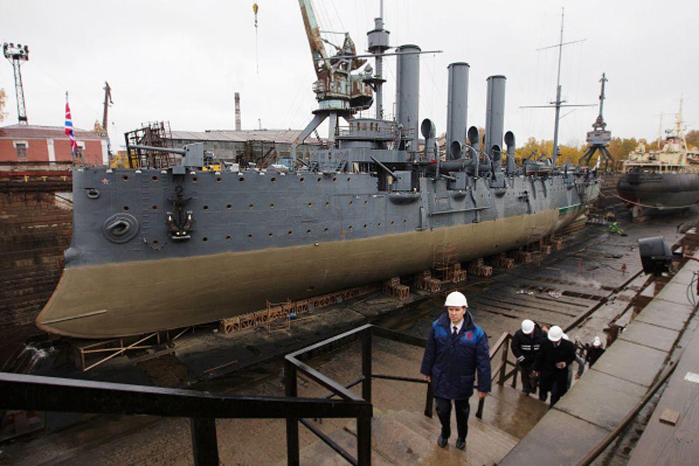 В 2012 году депутаты Санкт-Петербургского законодательного собрания обратились к президенту с просьбой вернуть крейсеру статус корабля № 1 в составе ВМФ с сохранением военного экипажа.