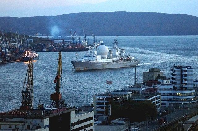 «Маршал Крылов» заходит в порт Владивосток.