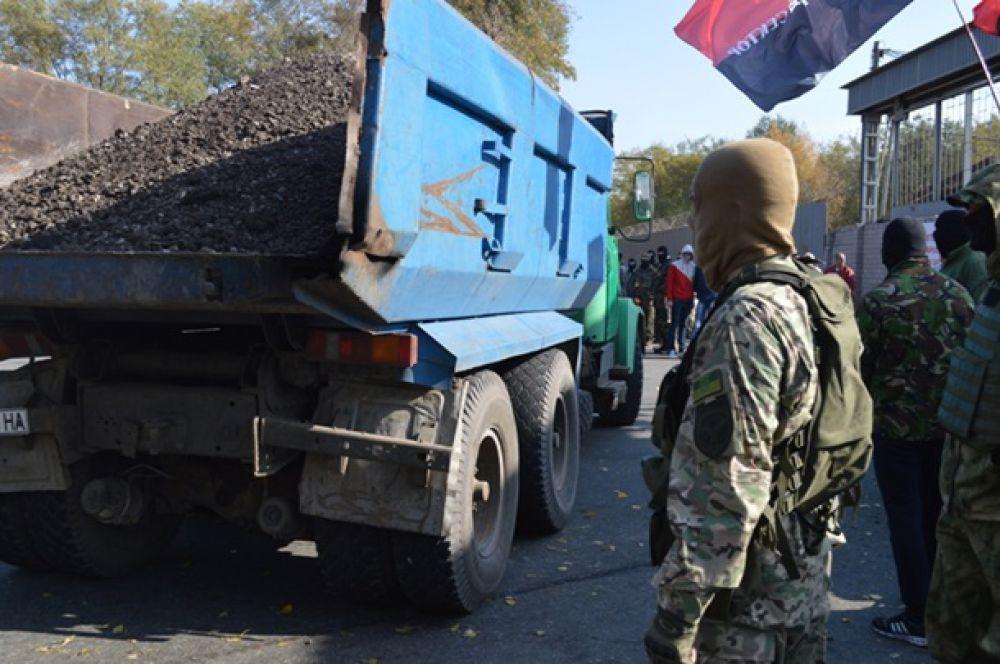 Активисты Правого сектора и Самообороны заблокировали проходные меткомбината «Запорожсталь»