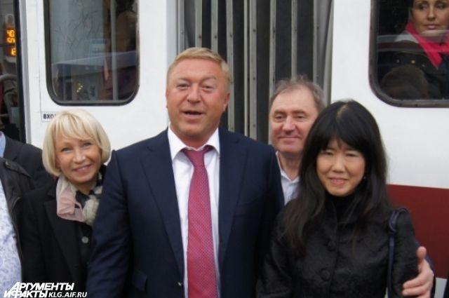 В пятницу, 10 октября, на открытии музыкального трамвая глава Калининграда уже был с синяком.