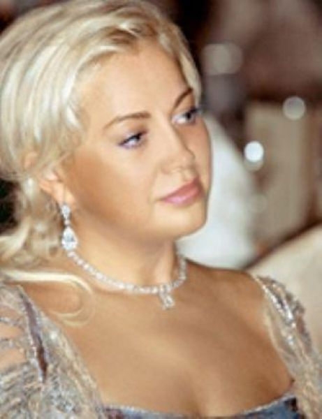 – жена владельца СКМ, президента ФК «Шахтер» Рината Ахметова