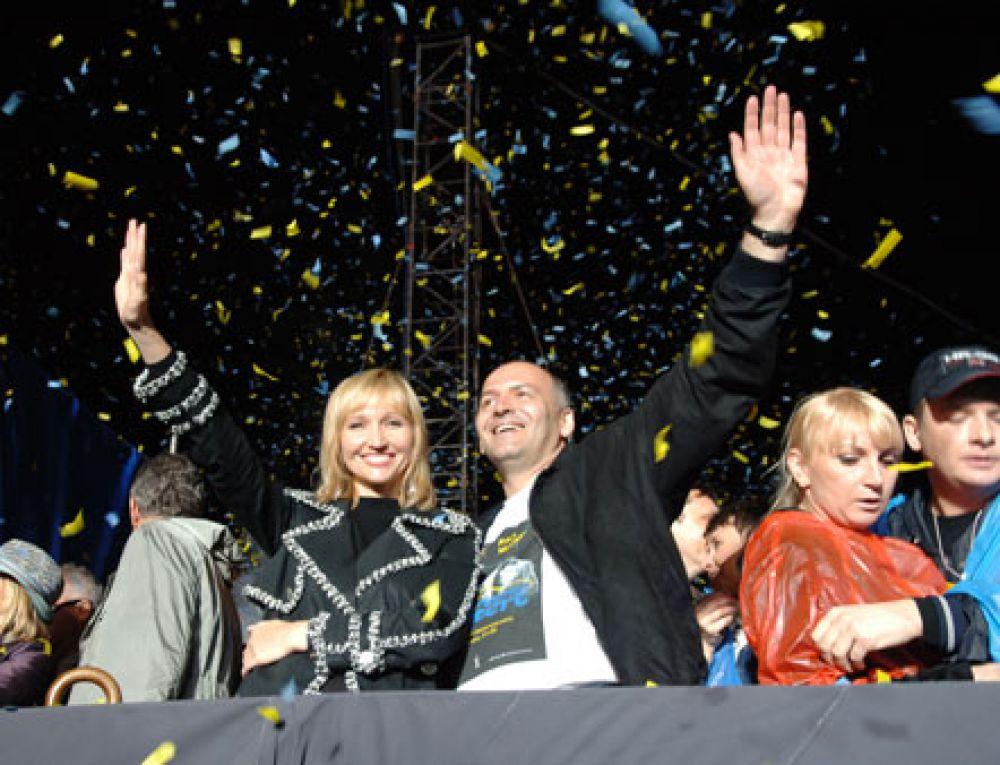 Елена Пинчук – жена украинского миллиардера Виктора Пинчука, дочь второго Президента Украины Леонида Кучмы, глава фонда «АНТИСПИД», глава наблюдательного совета телегруппы StarLightMedia