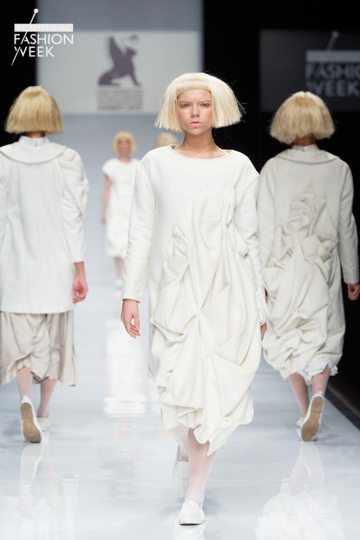 Анна Хабибрахманова представила коллекцию верхней одежды со сложным декором «Симбион».