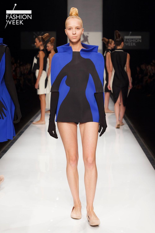Коллекция Светланы Мухиной «Ню» состоит из лаконичных костюмов с аппликациями, которые изображают чувственные женские силуэты.