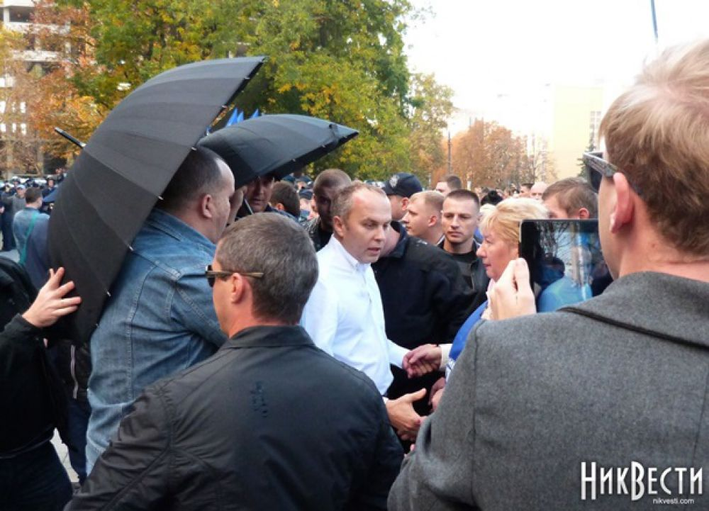 Нестора Шуфрича в Николаеве забросали яйцами