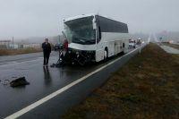 Автобус Москва - Ростов столкнулся с экскаватором