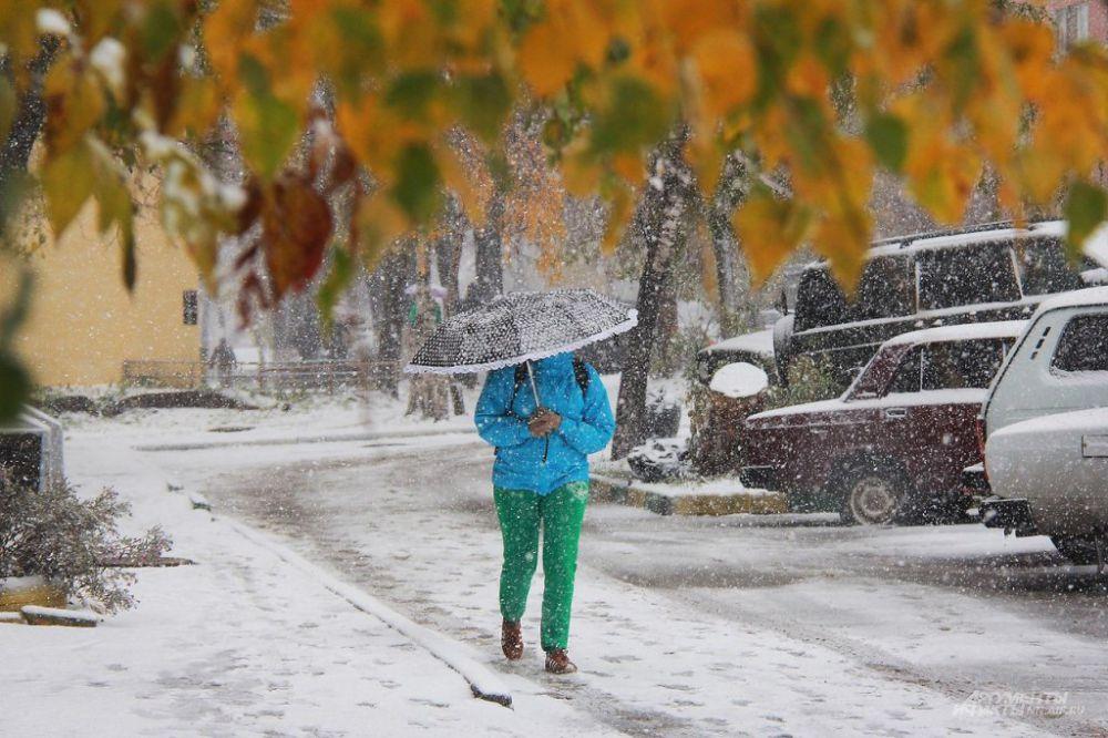 Тем, кто с утра захватил с собой зонты, на улице было комфортнее