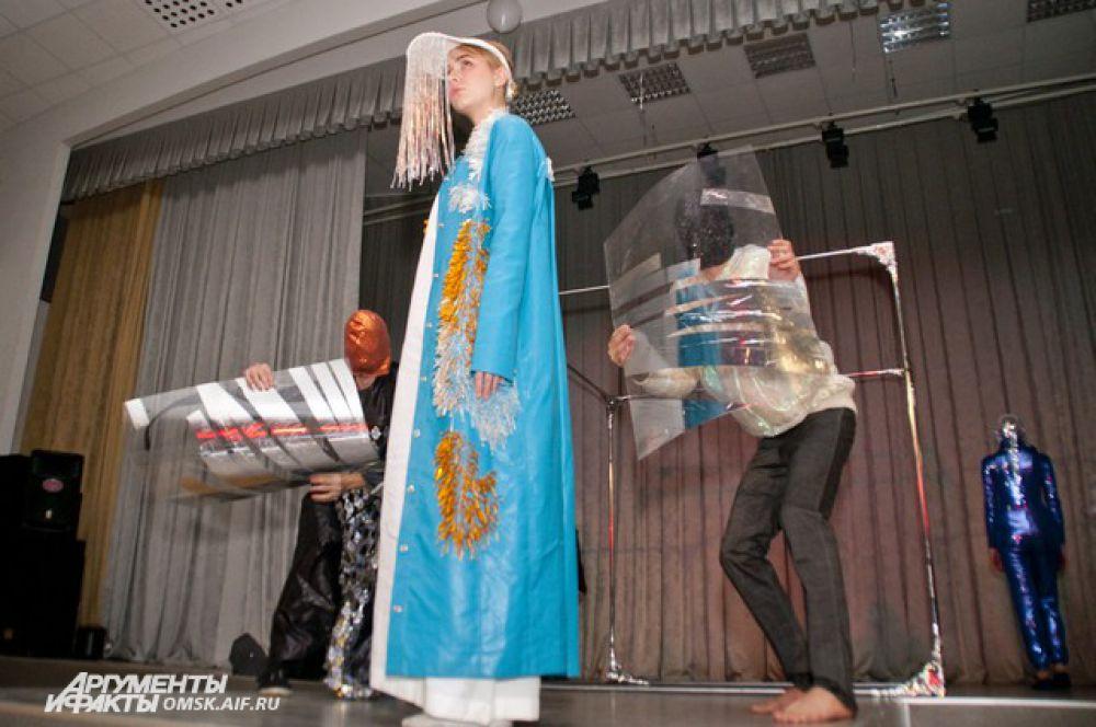 Мини-спектакль «Отзвуки» театра мод «ОбраZ» на Фестивале искусства и дизайна «Сибирская этника-2014».