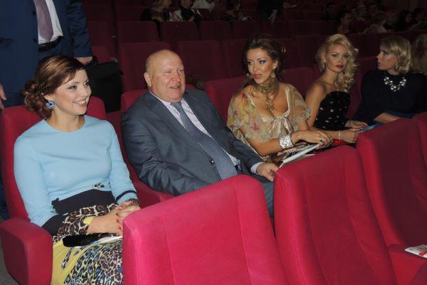 В зале присутствовал губернатор области Валерий Шанцев. Он сказал, что краше нижегородских девушек не найти.
