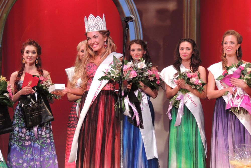 Кристина Афанасьева получила свою корону - в знак зрительской симпатии.