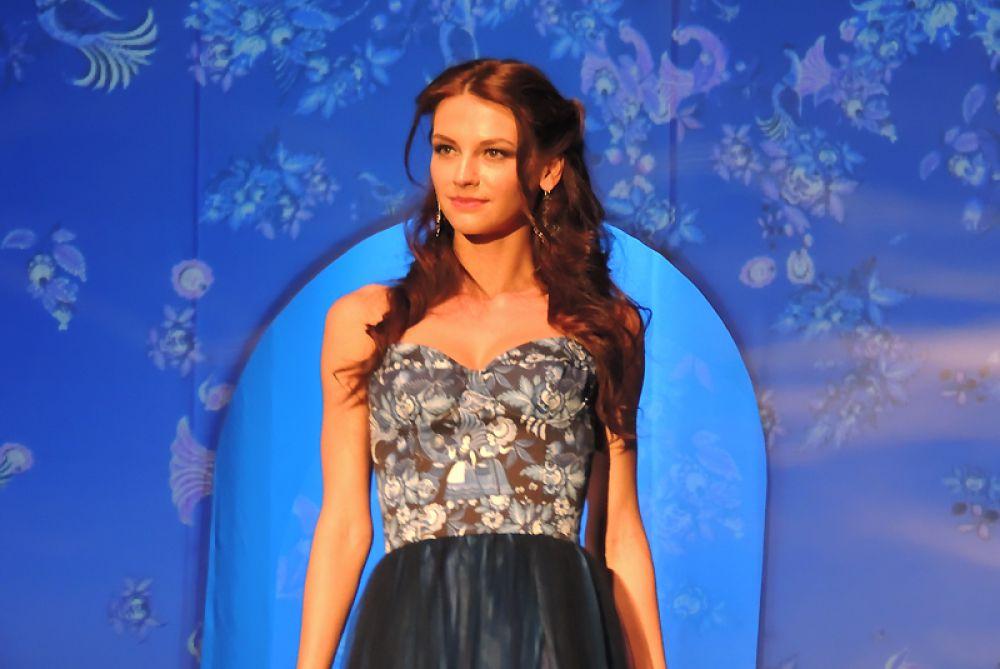 Наталья Шувалова в платье от Павла Рябинина.