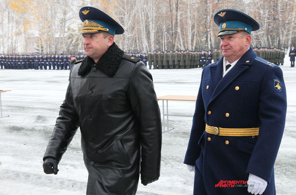 Главный штурман ВВС РФ генерал-майор Звягин М.И. и начальник училища Шведов И.В.