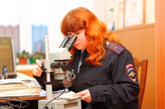 Благодаря микроскопу удалось раскрыть многие преступления.