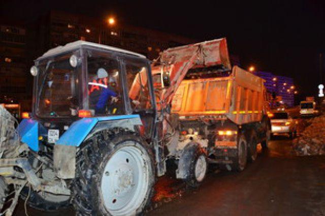 Коммунальщики Екатеринбурга ведут неравную борьбу со снегом