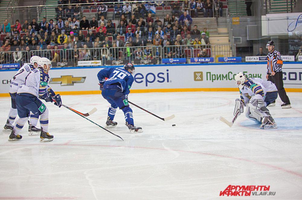 Хоккеисты «Адмирала» атаковали раз за разом, но распечатать ворота не смогли.