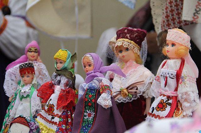 Различные игрушки и сувениры можно будет приобрести на празднике.