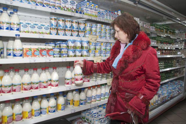 Импортные продукты на прилавках вытесняются отечественными.