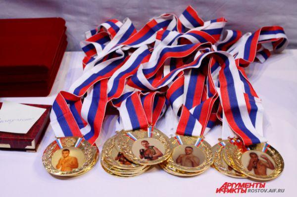 Памятные медали для участников и партнёров проекта Rostov Don Boxing.