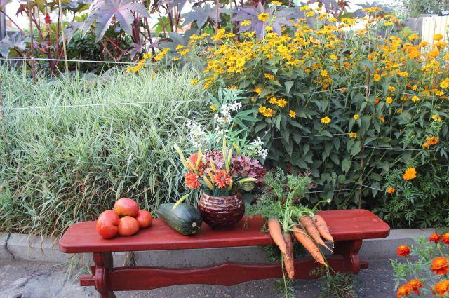 Чтобы собрать обильный урожай в следующем году, готовиться нужно заранее.