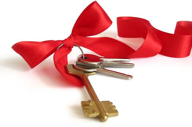 Ключи от новых квартира вручили детям-сиротам из Черемхово и Тулуна.