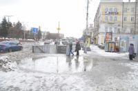 Снег, лужи и гололёд - типичное осеннее утро.