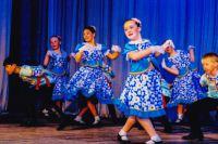 Дети с удовольствием выступают на сцене. Им важно показать, чему они научились.
