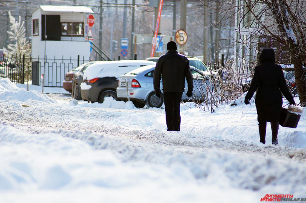 Многие дороги так и не почистили от снега.