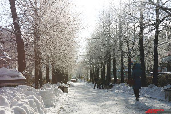 Снегопад парализовал движение не только в городе, но и в аэропортах.