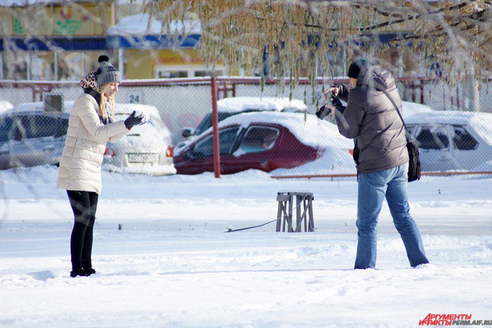 Некоторые пермяки уже начали проводить зимние фотосессии.