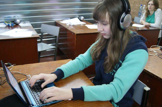 200 знаков в минуту успевает услышать и записать Катя.