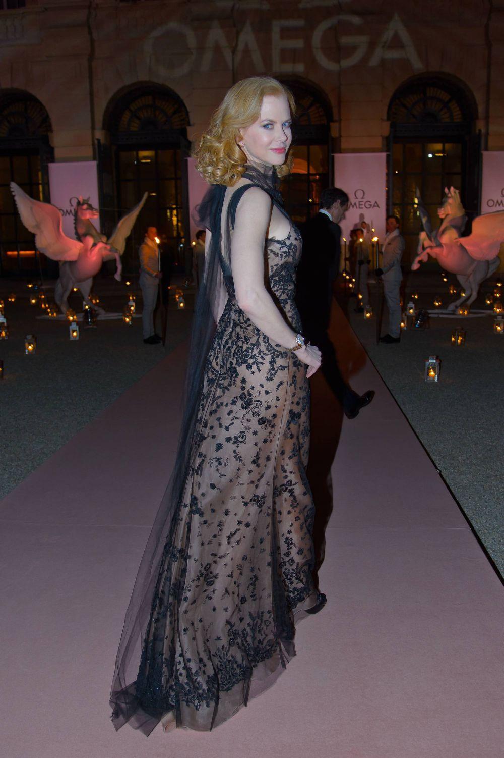 Николь Кидман на рекламном мероприятии в платье от де ла Ренты, 2013 год.