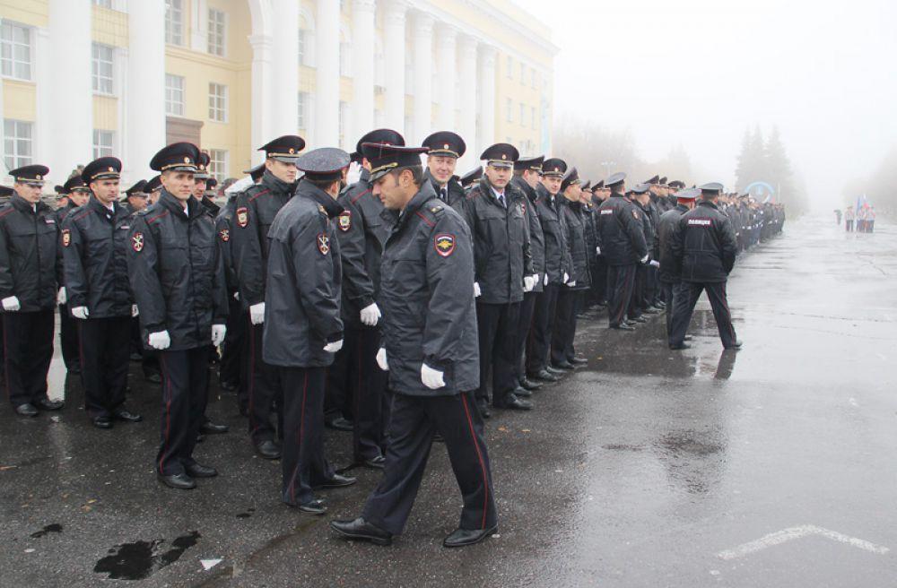 Церемонии вручения знамени не помешали ни дождь, ни туман