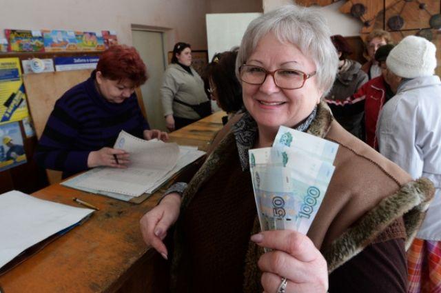 У работающих пенсионеров и пенсии выше.