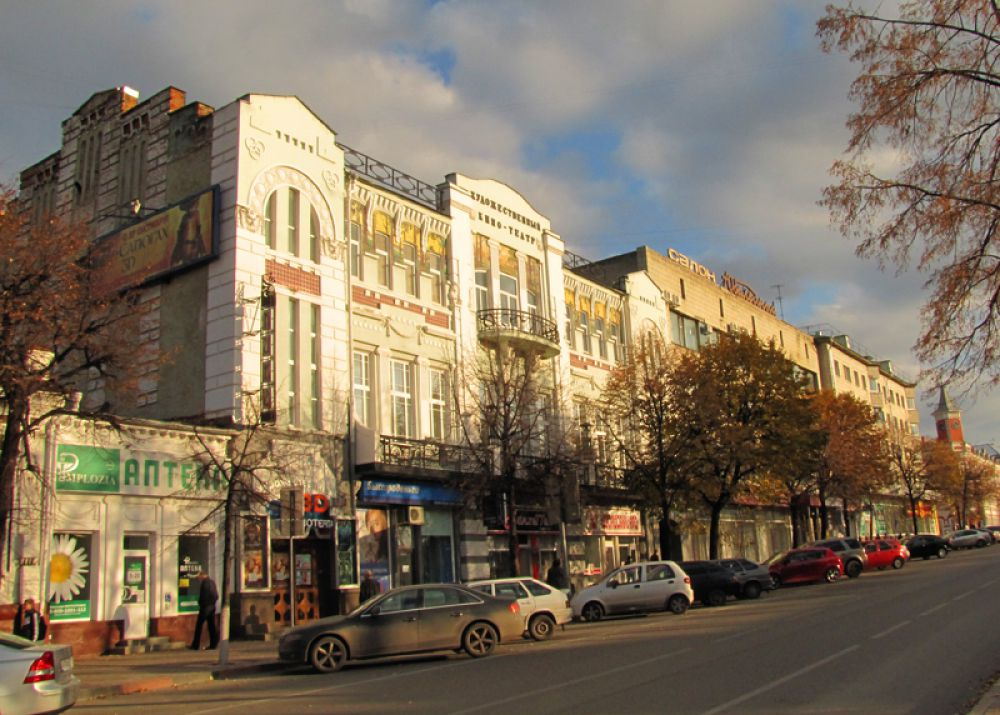 Кинотеатр Художественный - первый в городе синематограф