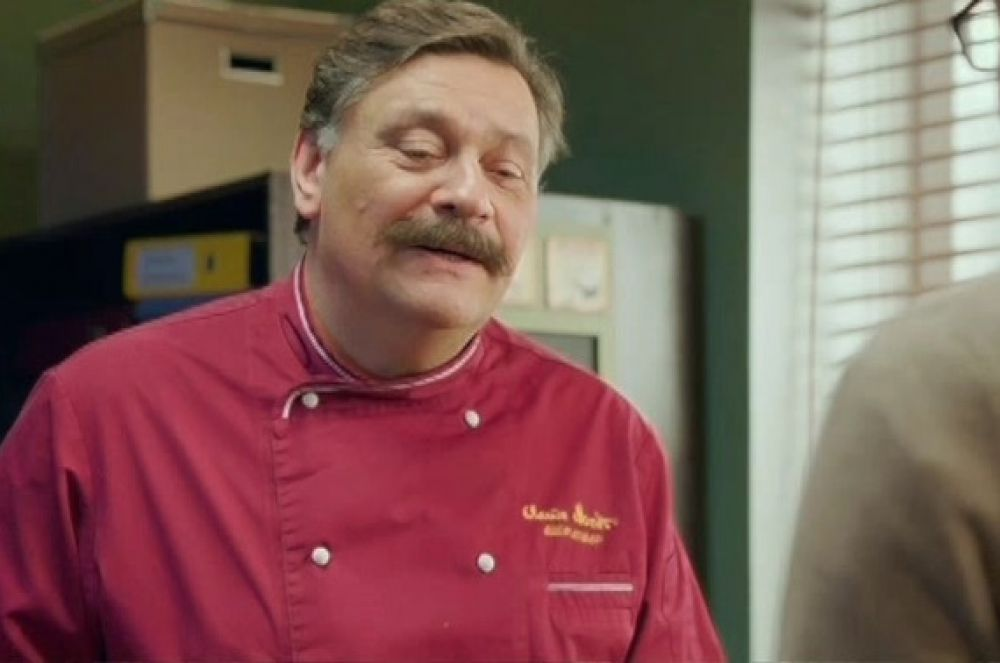 В мире современных отечественных сериалов звание главного повара занимает Виктор Баринов, шеф-повар французского ресторана «Клод Моне» из сериала «Кухня». Шоу держится уже четвёртый сезон и считается одним из самых успешных телесериалов последних лет.