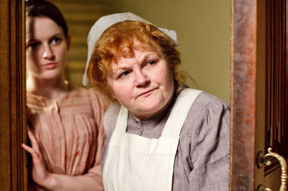 Герои сериала «Аббатство Даунтон» довольно много времени уделяют пышным обедам, так что нет ничего удивительного, что кухарку миссис Патмор в лицо знают все поклонники шоу.