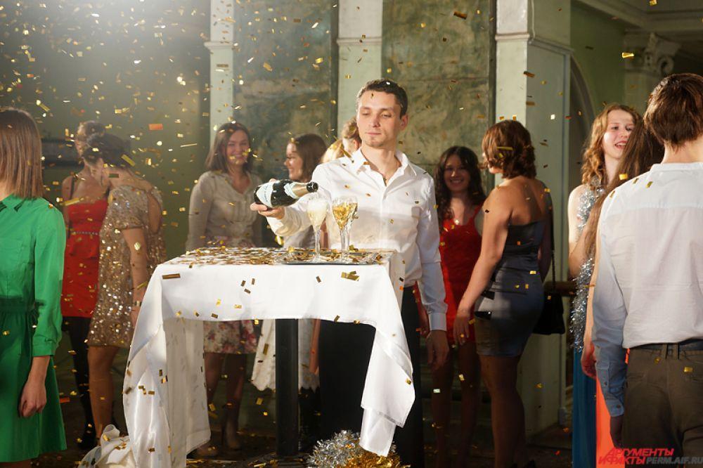 Съемки финальной сцены нового фильма «Елки 1914» состоялись в краевой столице во вторник, 21 октября, в ДК Солдатова.