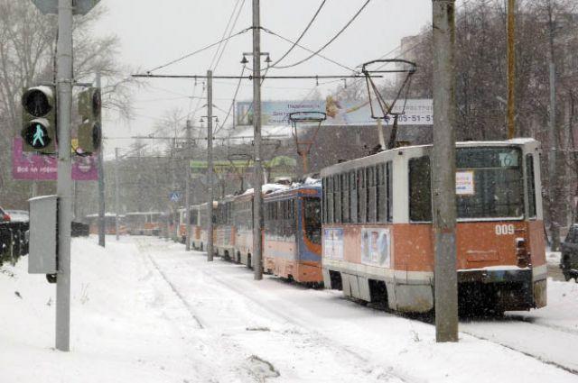 Снежная буря парализовала движение транспорта.