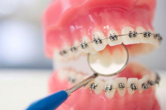 Стоматологи вернут уральскому пенсионеру деньги за некачественные зубы